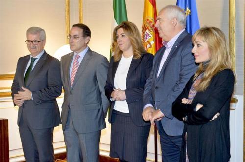 Susana Díaz se reunirá la próxima semana con CEA, CCOO y UGT para hablar de empleo y de prioridad